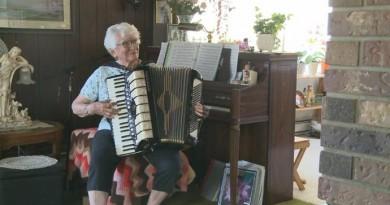 accordion.lady