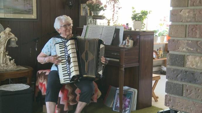 accordion.lady